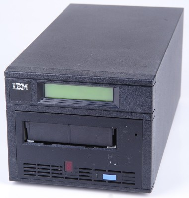 IBM 3580-L11 100/200 GB Ultrium LTO-1 External SCSI LVD Tape Drive
