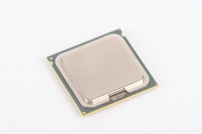 INTEL XEON E5335 SLAEK Quad Core CPU 4x 2.0 GHz / 8 MB L2 / 1333 MHz FSB / Socket 771
